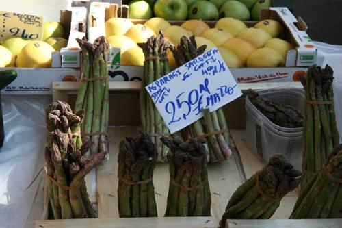"""Sur le marché samedi parès midi """"asperges de Sardaigne"""""""