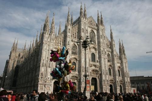 Le Dôme (Duomo) depuis la place, dimanche après midi