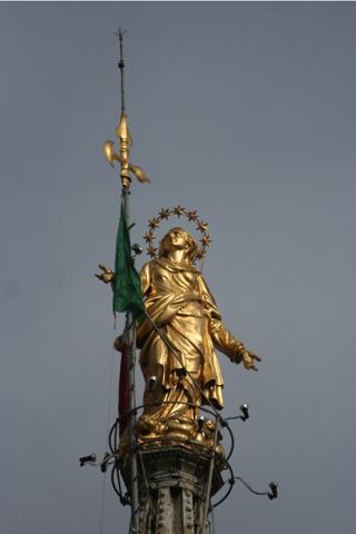 La Madonna, posée en 1773 sur la plus haute aiguille de la cathédrale