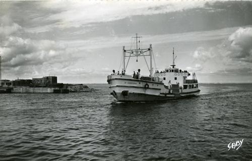 Le St Christophe près du débarcadère de St Nazaire