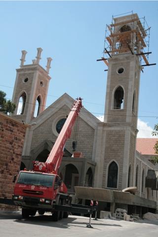 Cathédrale St Georges en construction depuis plusieurs années grâce aux dons des fidèles.