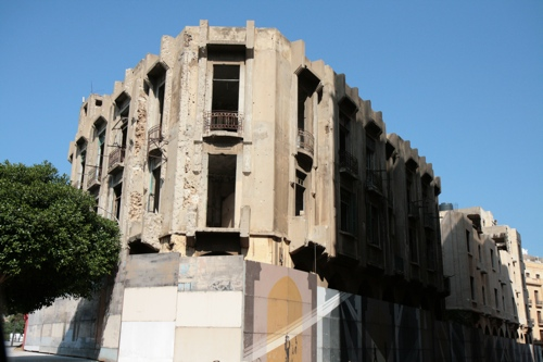 Le théatre d'avant la guerre en reconstruction