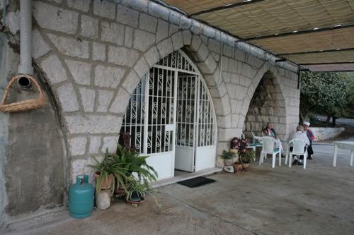 La maison de Saïd n'a pas l'architecture habituelle au Liban mais celle des caves des vignerons
