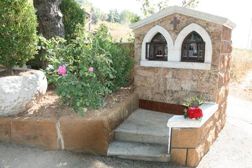 Le sanctuaire  fleuri par le petit fils de Georges