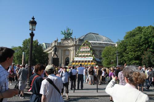 Construction éphémère à coté du Grand palais