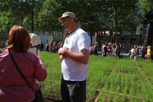 Nous les citadins on a bien de besoin de ces grands gaillards jeunes agriculteurs pour s'initier aux plantes.