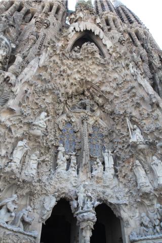 Seule véritable oeuvre de Gaudi, débutée en 1894 et terminée en 1932, la facade de la nativité.