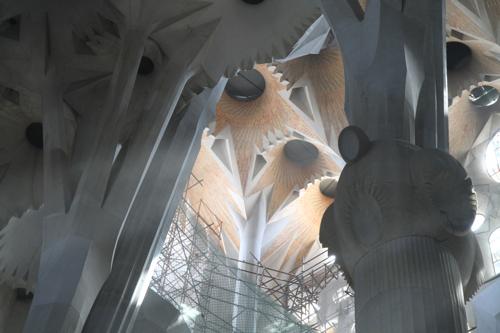 Jeu de lumière dans les hauteurs de la nef centrale
