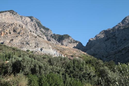 A Zaros, à l'intérieur de la Crête, notre hôtel est dominé par le massif du mont Ida.