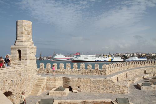 Les ferry et les bateaux de croisière ont remplaçé les voiliers vénitiens du XVI siècle.