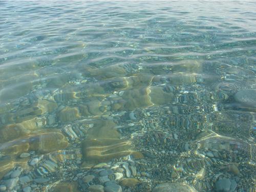 Le bonheur...se baigner nu dans cette eau transparente.