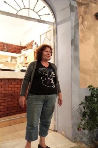 Irini Sarry tient seule le resto Sarris à Agios Nikolaos.