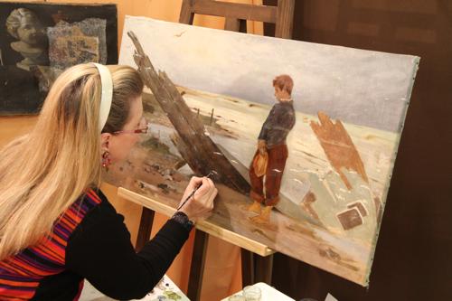 Véronique Lantrès de Mehun restaure un tableau