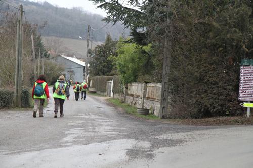 Bué ici, comme plusieurs villages blottis dans les colines du sancerrois sont réveillés par de courageux marcheurs.