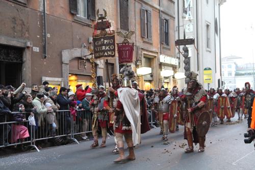 Un bataillon de centurions sur la via del Corso !