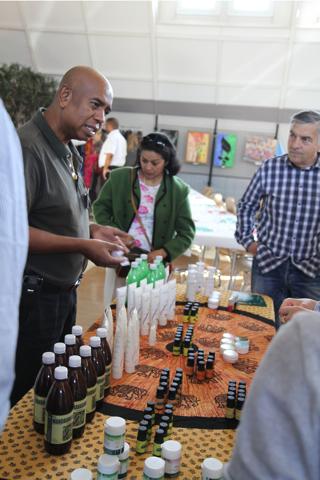 Vente des produits Homéopharma qui permettent à de nombreux malgaches de se soigner économiquement.