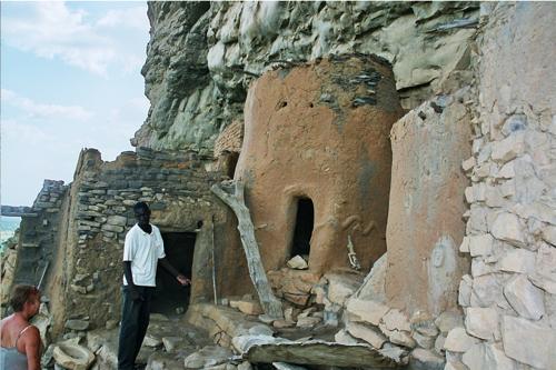 La maison où vit le prêtre du village, lieu sacré.