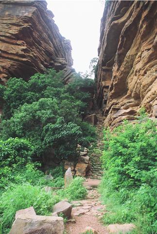 Le seul accès pour le haut de la falaise vers Sangha