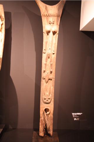 Un pilier de  toguna