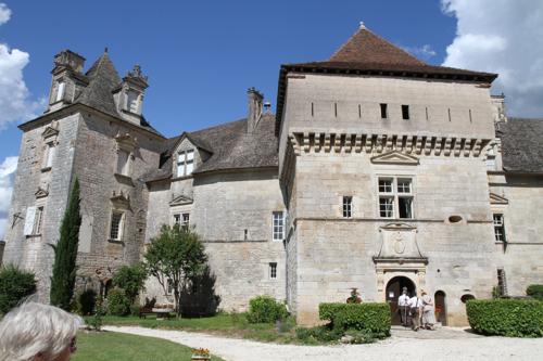 Entrée du château de Cenevière