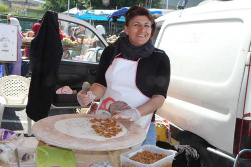 Les gozlèmes sont fourrées au choix : poireaux, viande hachée, pomme de terre, fromage turc, épinards.