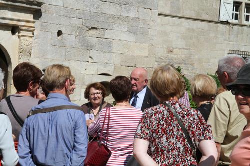Monsieur de Braquilange avec le groupe d'historiens.