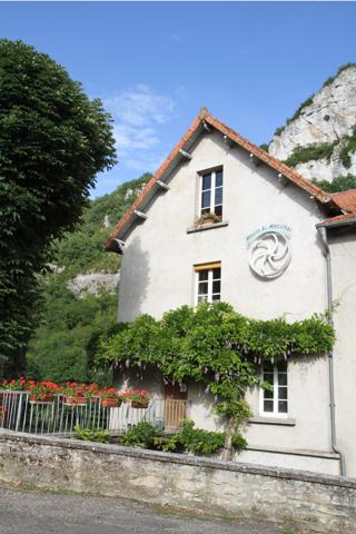 Facade du moulin à eau de Marcilhac (la farine du boulanger vient de ce moulin).