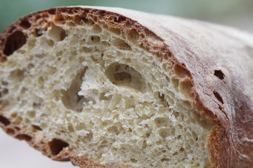 Les spécialistes doivent apprécier la texture de ce pain.