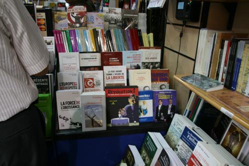 De nombreux livres sur l'Islam dans cette grande librairie de l'Av. H. Bourguiba.
