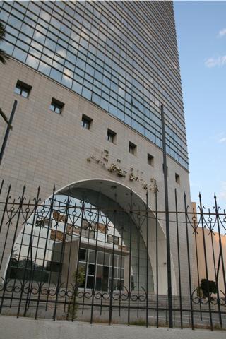 Le siège centarle du RCD, l'immeuble le plus haut du quartier ...