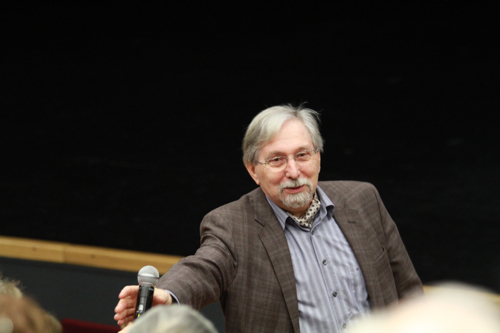 "Bernard Castiglioni lors de la discussion avec ""la salle"""