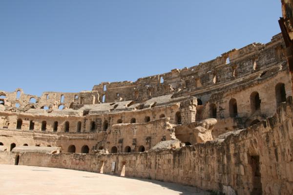 l'amphithéatre romain fin du II ème siècle