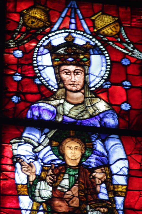 Le vitrail de Notre Dame de la Belle-Verrière du 12ème siècle qui vient d'être restauré.