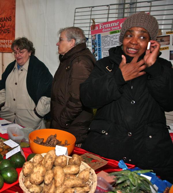 Sur un stand au marché équitable de Noël