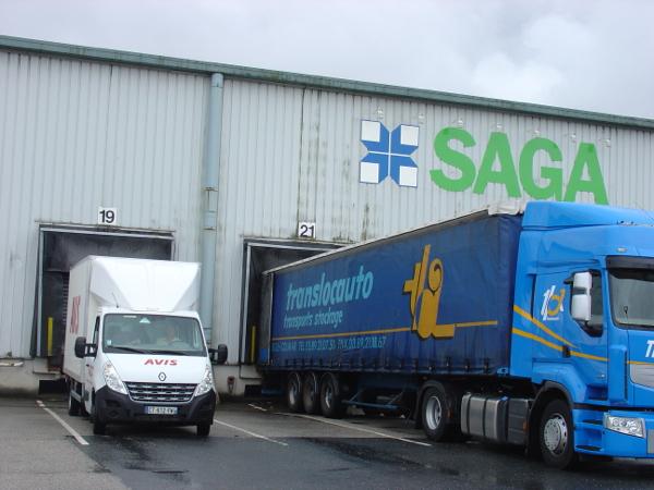 Arrivée des caisses dans notre petit camion sur le port de Rouen