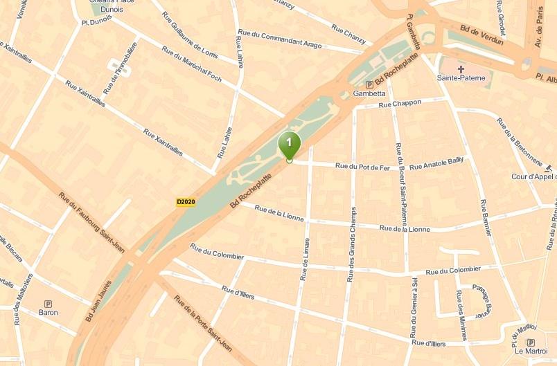 Le FRAC se situe entre la rue du Colombier et la rue de la Lionne.