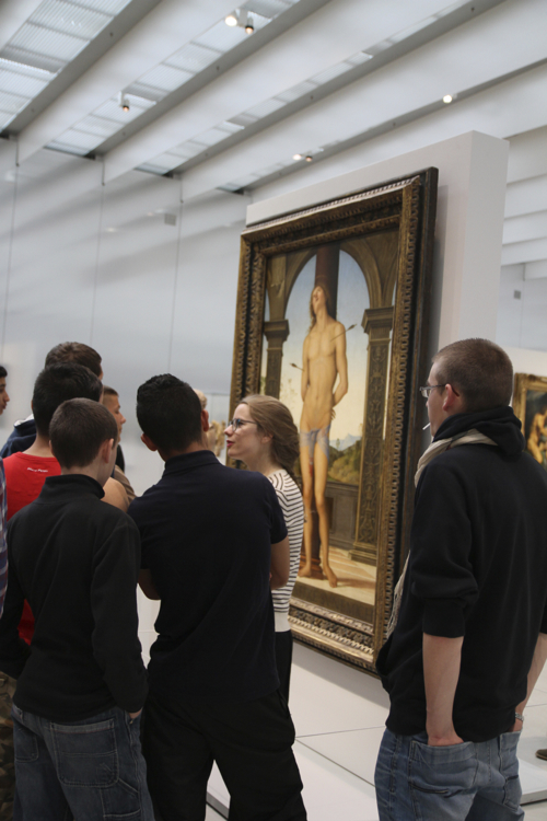 Pensifs devant le martyr de St Sébastien