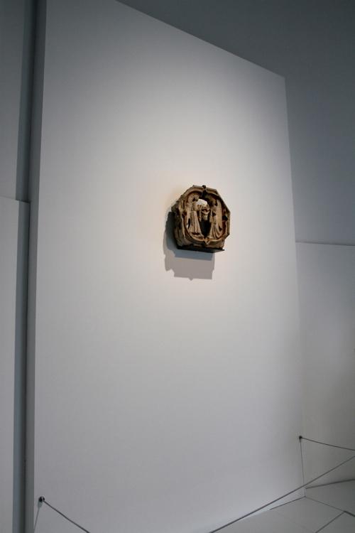 """Dans l'espace """"Antiquités"""", une petite statue de 664 av JC)"""