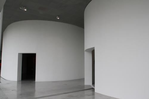 Le sacré dans l'Antiquité, le sacré au Moyen Age, le sacré aux temps modernes, trois espaces pour exposer une ou deux œuvres majeures.