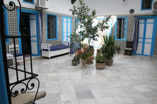 Toutes les pièces sur deux étages s'ouvrent sur ce patio, lieu central de toutes demeures traditionnelles kairouanaises.