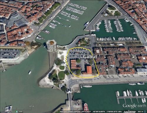 Le Gabut, un quartier dans le vieux port de La Rochelle. C'est un quartier en rénovation où des batiments attendent une nouvelle affectation. Nombreux sont les Rochelais qui souhaitent que des artistes en résidence occupent cette friche.