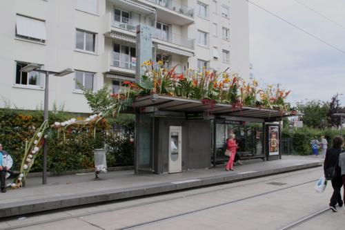 L'arrêt de tram St Marceau décoré pour l'occasion