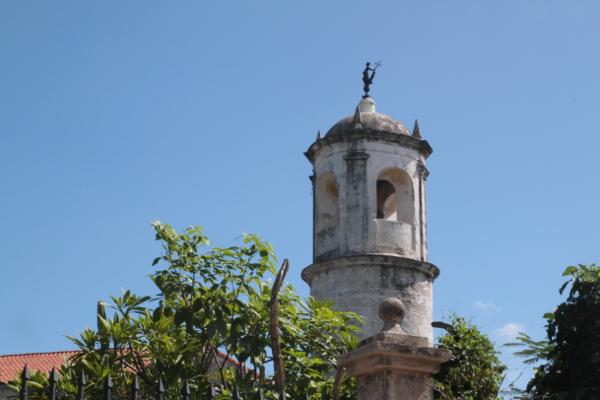 La Havane. La tour et la réplique de la girouette du XVII, période espagnole.
