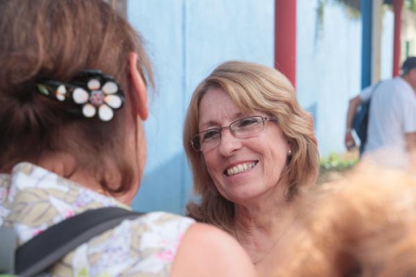Iris, responsable de l'Institut Cubain d'Amitié avec les peuples de Santa Clara. Heureuse de présenter les bienfaits de la Révolution.