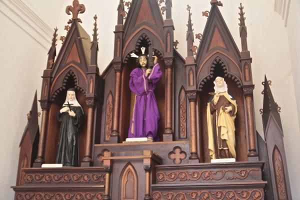 Les saints de l'église Santisima Trinidad en couleur