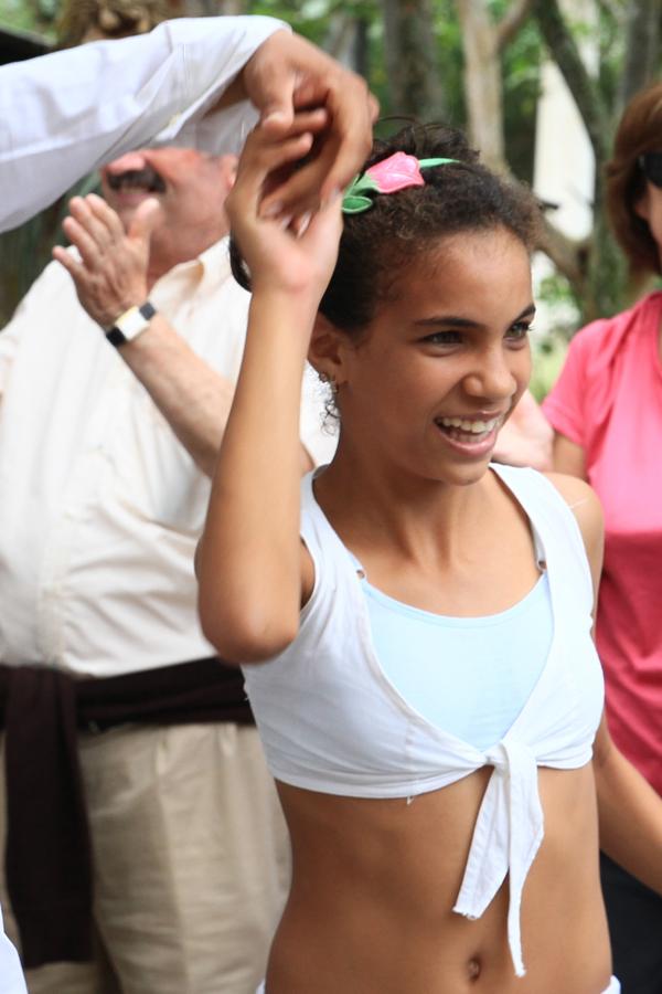 Cette jeune fille fait partie d'un groupe de danse du village proche de Jibacoa Los Cocos. Elle a commencé la danse à 9 ans.
