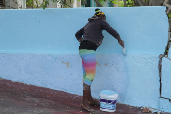 """Ce matin à La Havane les peintres sont à l'ouvrage pour """"colorier"""" leurs chez eux"""
