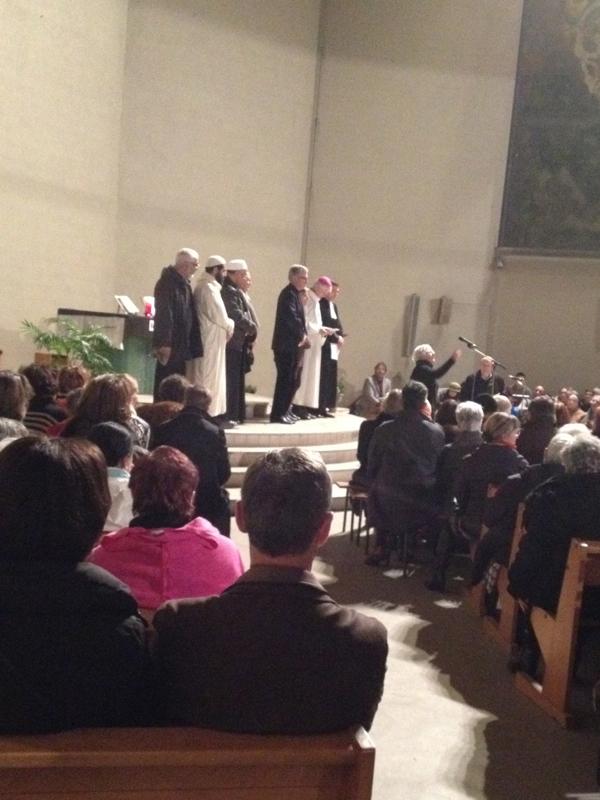 Devant l'autel les représentants des confessions orléannaises
