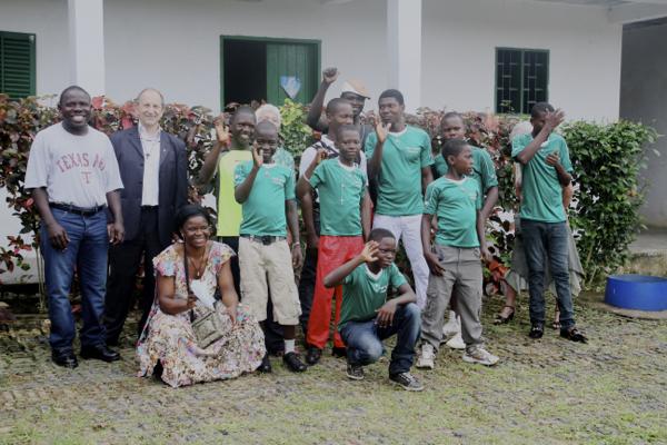 Le groupe de jeunes hébergés par la Fondation Béthanie à Edéa