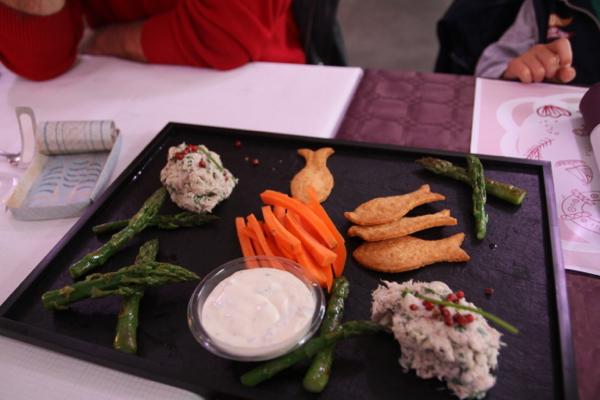 Deux plats au choix et une entrée commune au menu